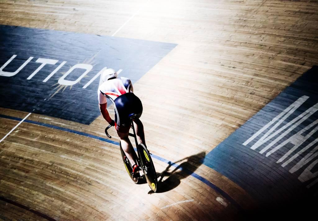 Cycliste sur pise