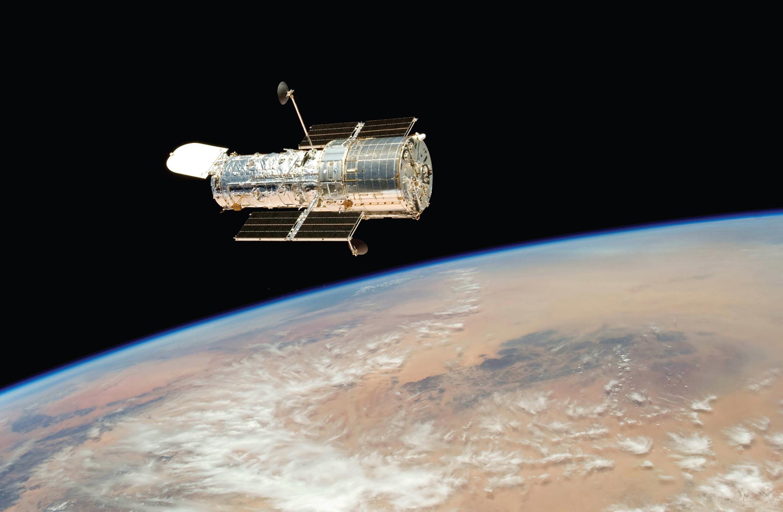 Photographie du télescope Hubble en orbite autour de la Terre