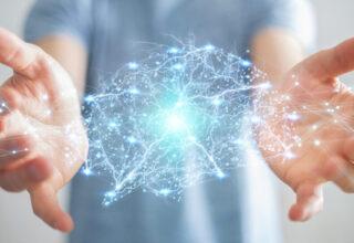 symbolisation du réseau électrique neuronal entre deux mains
