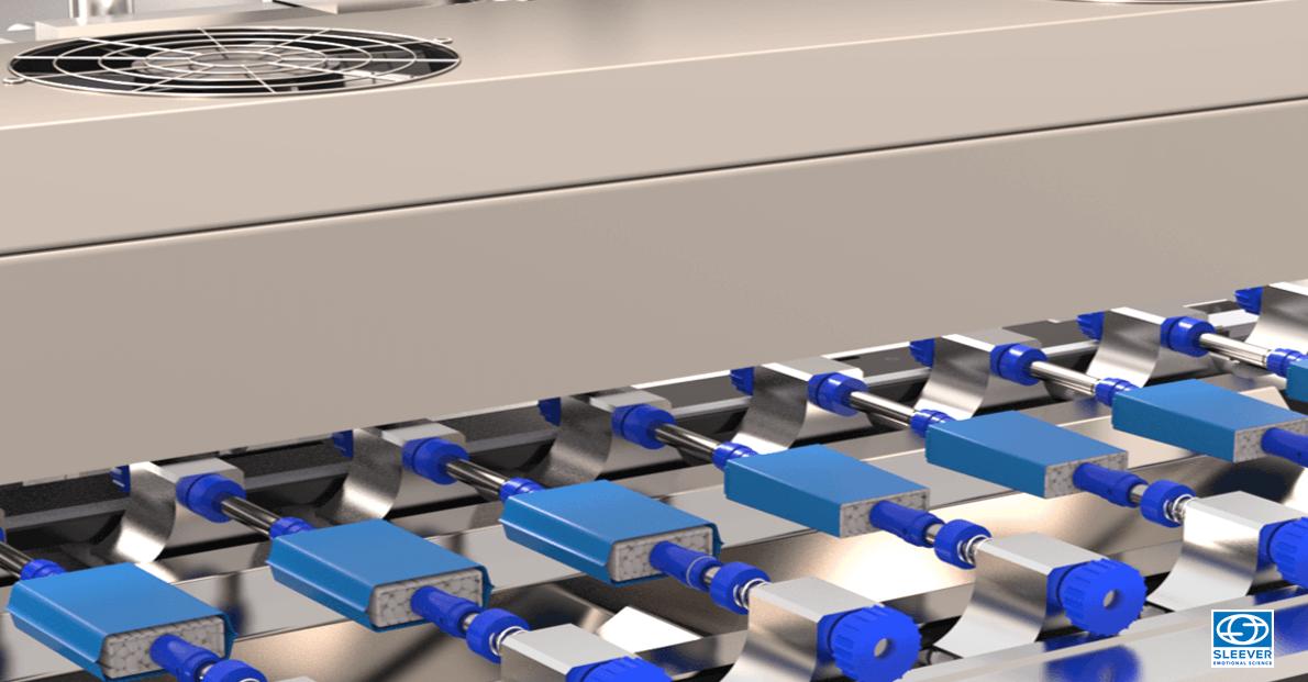Des pinches permettent de tenir le produit à l'horizontal avant son passage dans le tunnel de rétraction