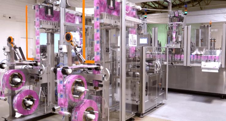 Des Machines de conditionnement Sleeve en production