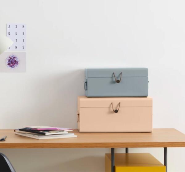 Daven, lot de 2 petits coffres en métal avec attache en cuir, rose et gris | MADE.com