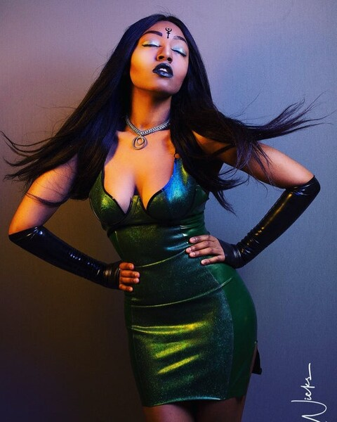 Curvy cup latex dress with glitter-mesh panel