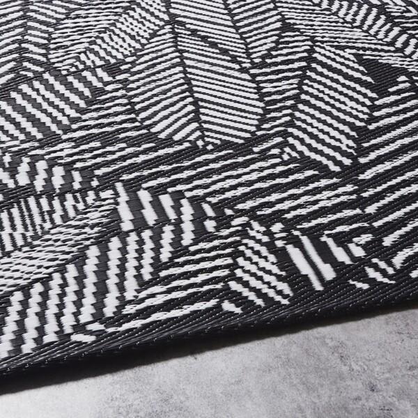 Tapis d'extérieur noir imprimé feuilles blanches 180x270 | Maisons du Monde